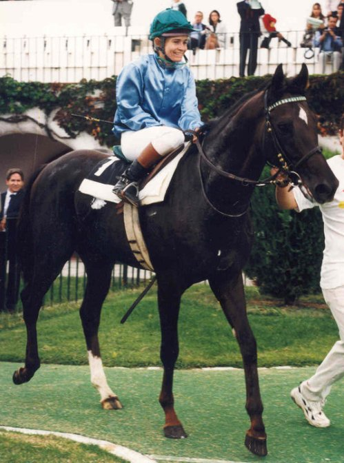 Black's first racing win was on Gran Sol, a four-year-old gelding trained by Paco Galdeano, in an 1800m race at the racetrack in Madrid, Spain (1996).